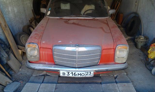 Продаю Мерседес w114 1968 года.