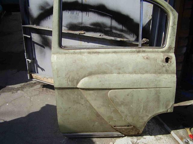 Задняя дверь от ГАЗ 21 и задний мост от чего-то